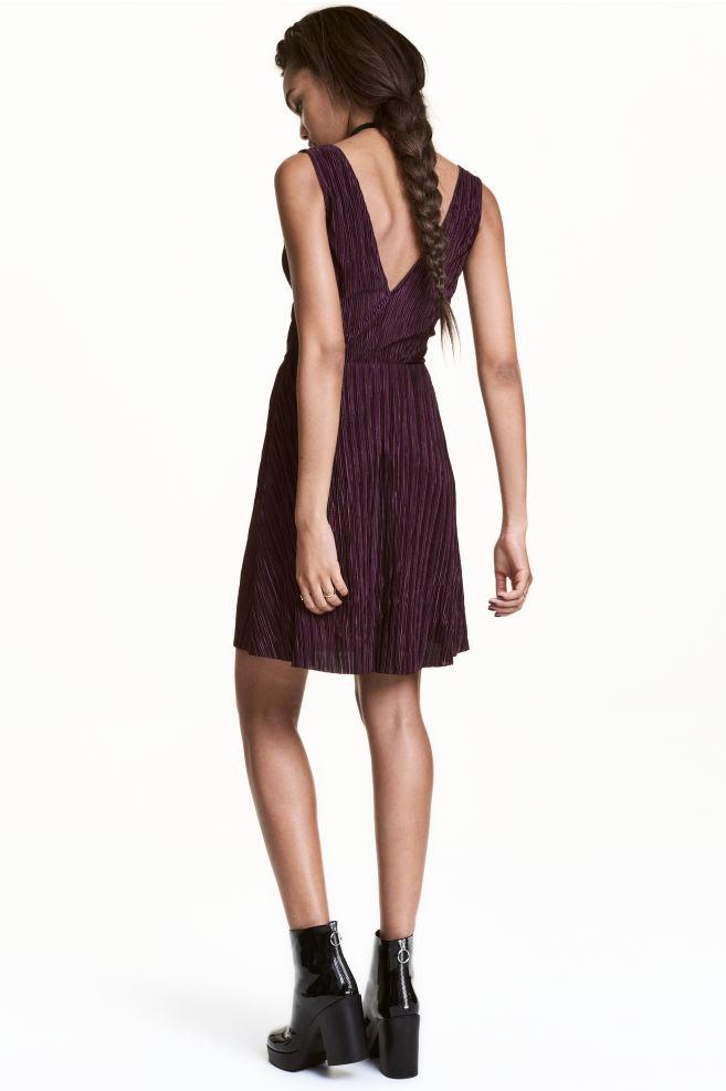 1354f0e48a Plisowana sukienka - Ciemnośliwkowy - ONA