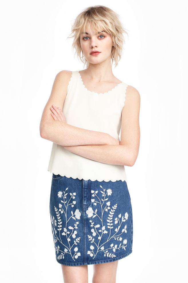 0ed450b117e4 Vyšívaná džínsová sukňa - džínsovomodrá -