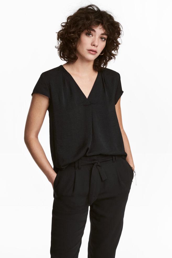 520d51ee3ba3df Bluzka z dekoltem w serek - Czarny - ONA | H&M ...