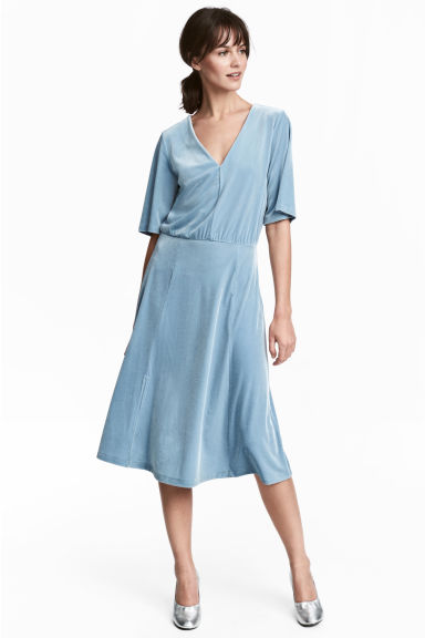 V-neck velour dress - Light blue -  | H&M IE