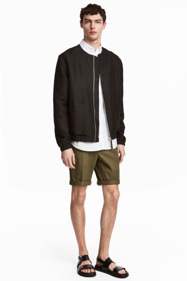 Chino shorts - Khaki green - Men | H&M IE