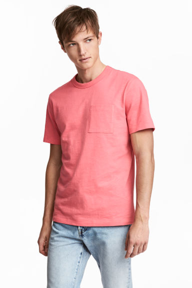 T-shirt with a chest pocket - Coral pink -  | H&M