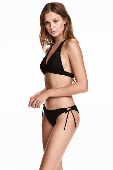 Slip bikini in pizzo - Nero - DONNA | H&M IT