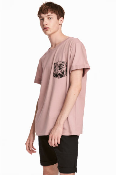 T-shirt with a chest pocket - Dusky pink - Men | H&M