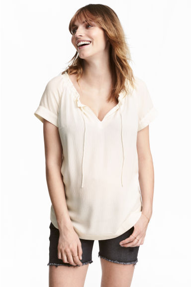 MAMA Crinkled blouse - Natural white - Ladies | H&M