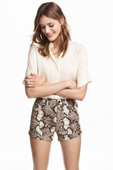 High-waisted twill shorts - Snakeskin print - Ladies | H&M