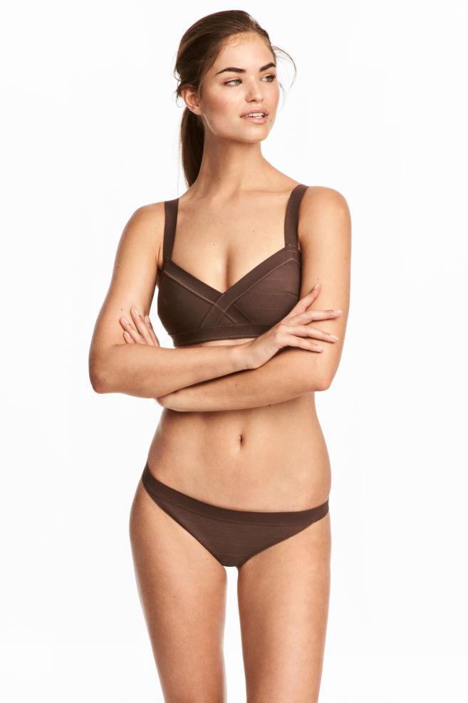 0018943c27fa Cueca de biquíni - Castanho escuro - SENHORA | H&M ...