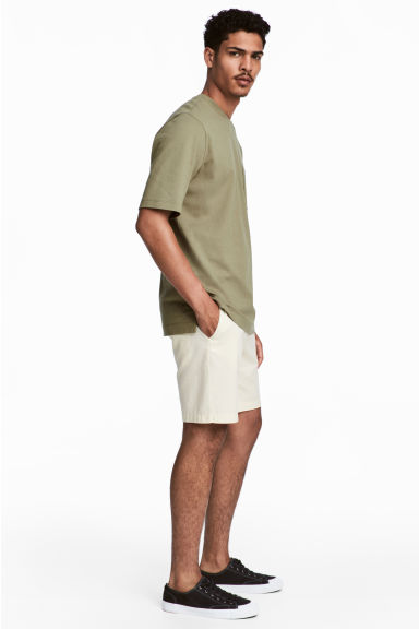 Chino shorts - Natural white - Men | H&M