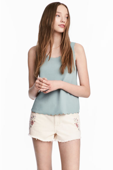 Denim short met borduursel - Gebroken wit denim - DAMES | H&M NL