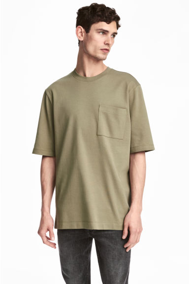 T-shirt con taschino - Verde kaki -  | H&M IT