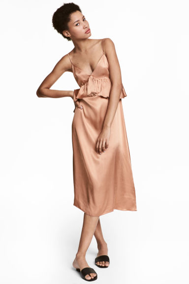 Abito in satin con scollo a V - Beige scuro - DONNA | H&M IT