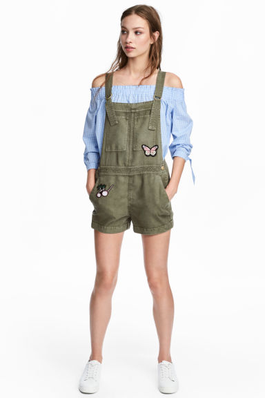 Lyocell dungaree shorts - Khaki green/Butterflies - Ladies | H&M