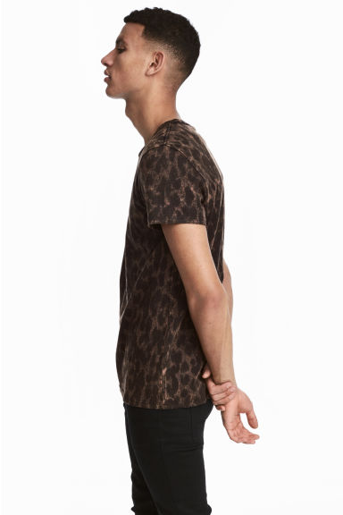 Patterned T-shirt - Brown/Leopard print -  | H&M CN