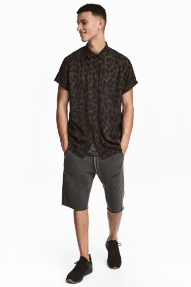 Sweatshirt shorts - Black washed out - Men | H&M