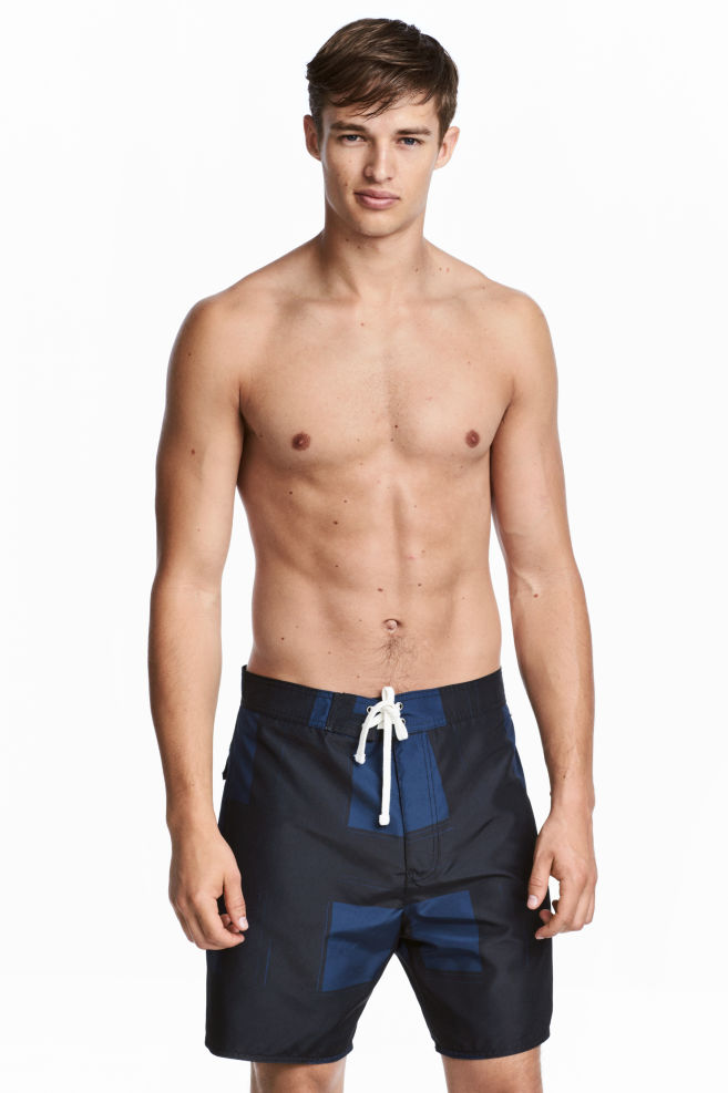 962c08f6c4 Knee-length swim shorts - Black/Dark blue - Men | H&M 1