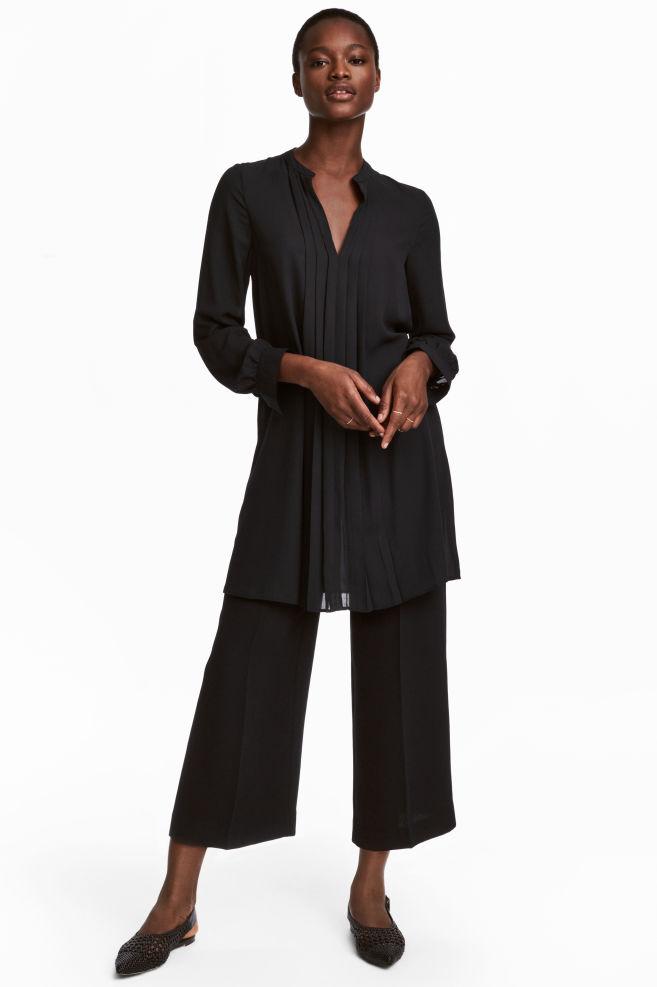 b6af2c27de0f Šaty s véčkovým výstrihom - čierna - ŽENY