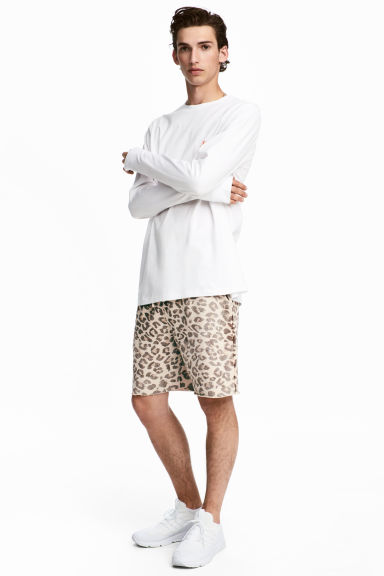 Shorts con stampa leopardata - Beige/leopardato - UOMO | H&M IT