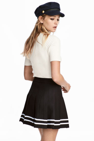 Short pleated skirt - Black - Ladies | H&M CN