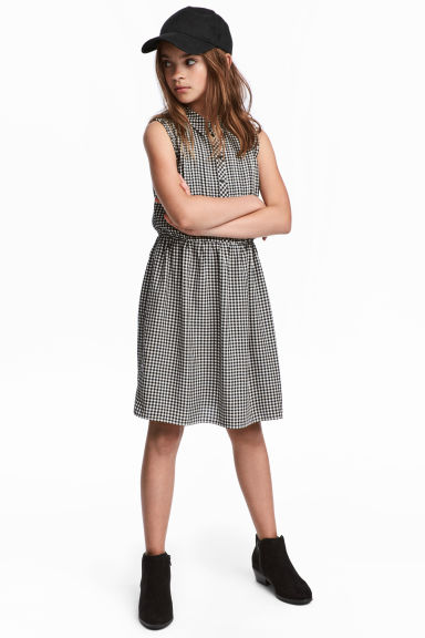 Sleeveless shirt dress - Black/White checked - Kids | H&M CN