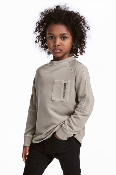 Sweatshirt with a chest pocket - Light mole - Kids | H&M CN