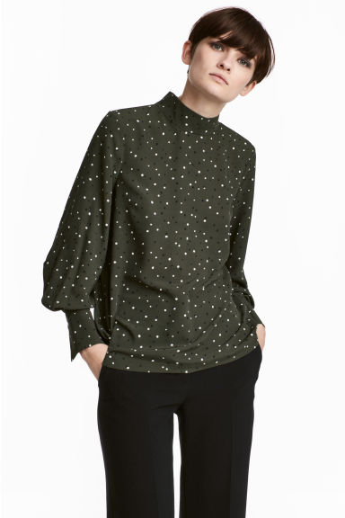 Blouse with a stand-up collar - Khaki green/Spotted - Ladies | H&M CN