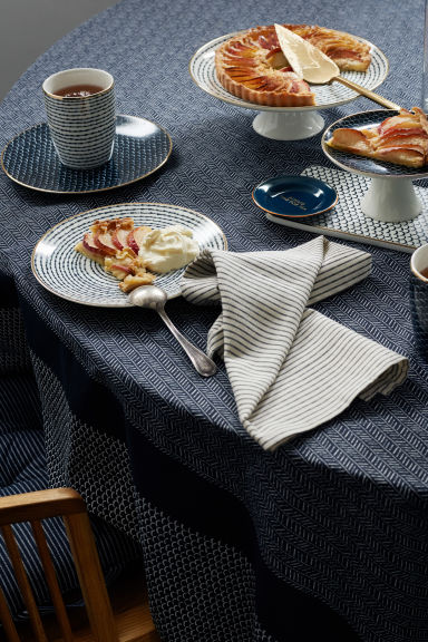 Porcelain plate - Dark blue/White patterned - Home All | H&M IE