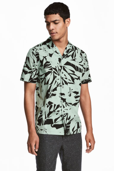 Short-sleeve shirt Regular fit - Mint green/ Black patterned - Men | H&M IE