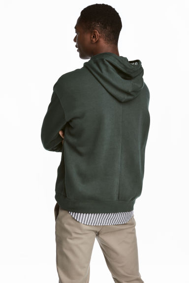 Drop-shouldered hooded top - Dark green - Men | H&M