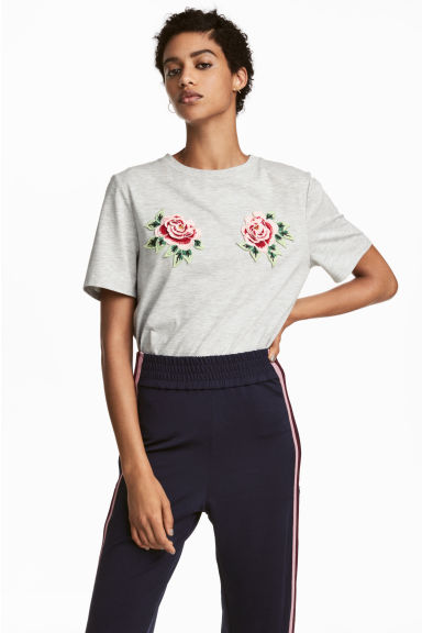 Embroidered T-shirt - Light grey/Flowers - Ladies | H&M