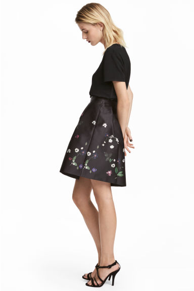 Short satin skirt - Black/Floral - Ladies | H&M