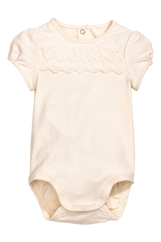 8875ead33a Body csipke vállrátéttel - Természetes fehér - GYEREK | H&M ...