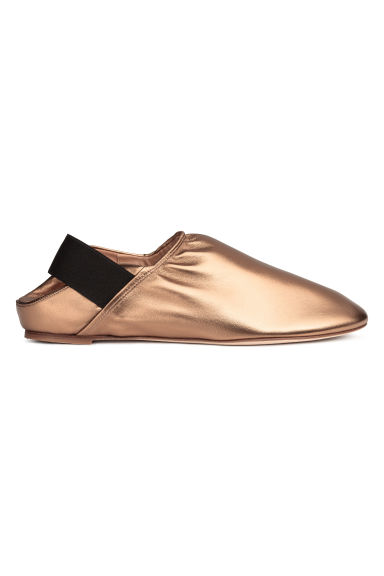 Slip-on leather loafers - Gold -  | H&M IE
