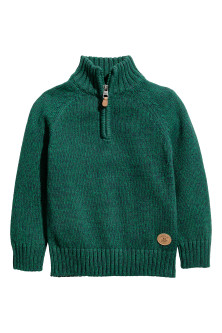 Knitted jumper with a zip