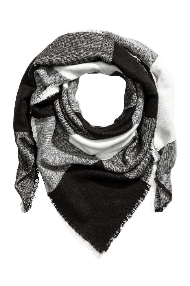 9a089cb250 Sál - Fehér/fekete - NŐI   H&M ...
